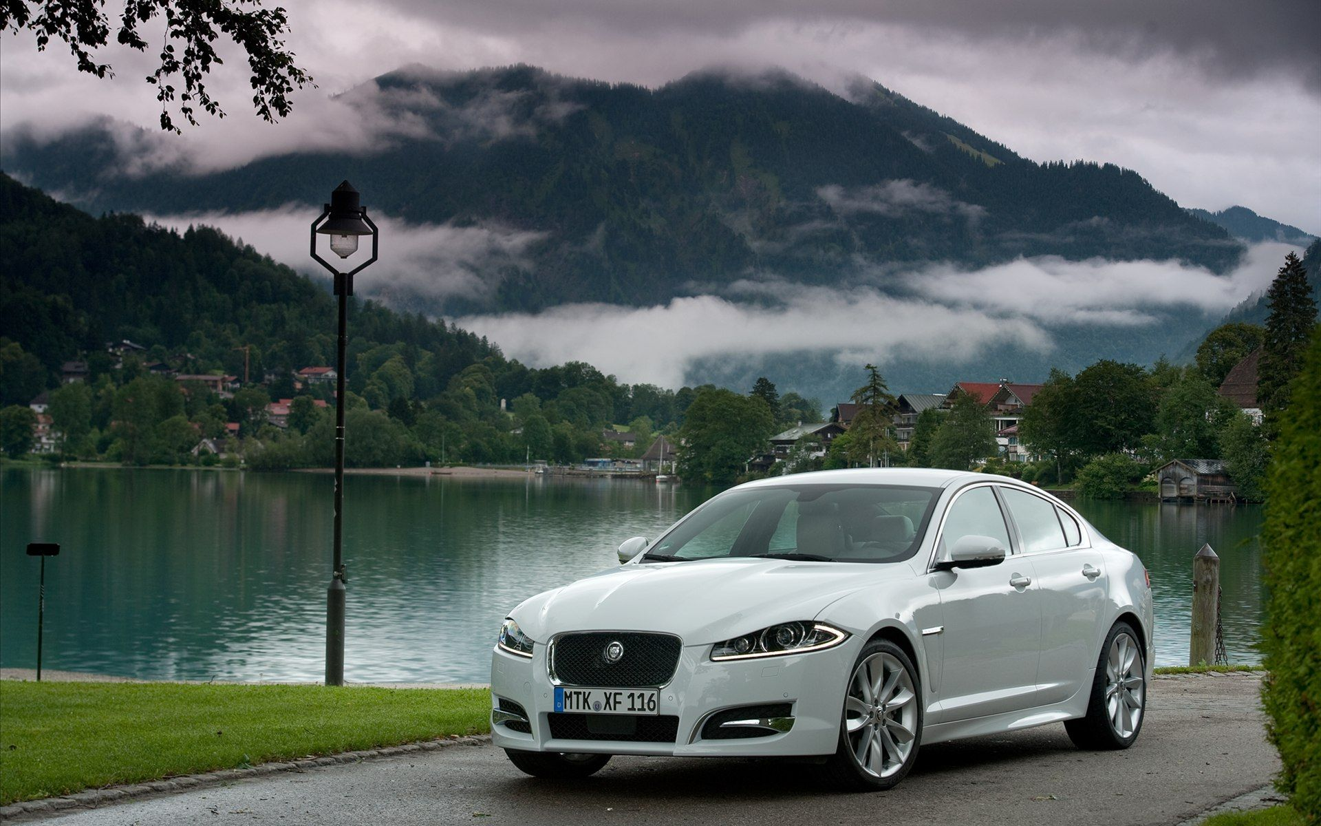 Jaguar XF - Top selling executive sedans and saloons